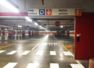 Centro Lame parcheggio interno stop